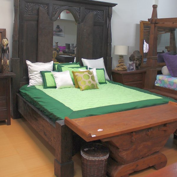 ORIGINAL JAVA WINDOW KING-SIZE BED
